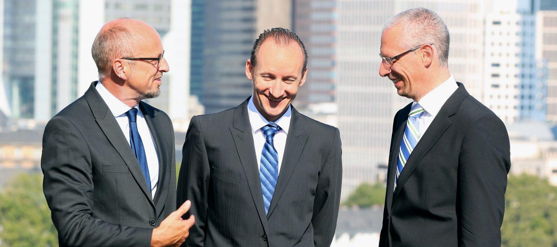 Rechtsanwälte und Notar Dirk Geisendörfer (l.), Robert Percy Meiser (m.) und Kristof Henrich (r.)
