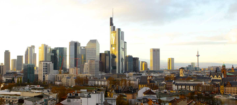 skyline-frankfurt-blick-aus-der-kanzlei-rechtsanwälte-und-notar-geisendoerfer-meiser-henrich